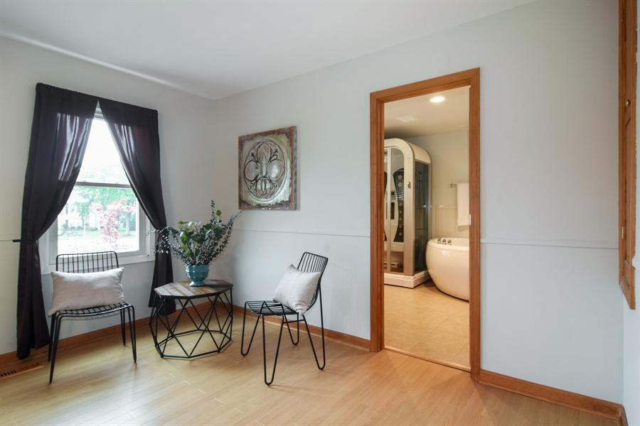 Real Estate Photography - 4997 Somerton Drive, Hoffman Estates, IL, 60010 - Master Bedroom