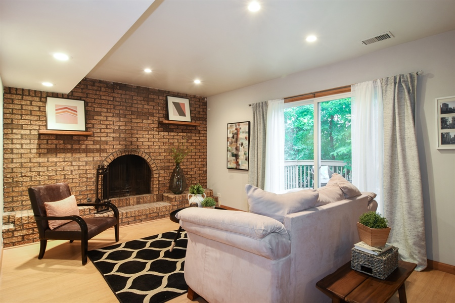 Real Estate Photography - 4997 Somerton Drive, Hoffman Estates, IL, 60010 - Family Room