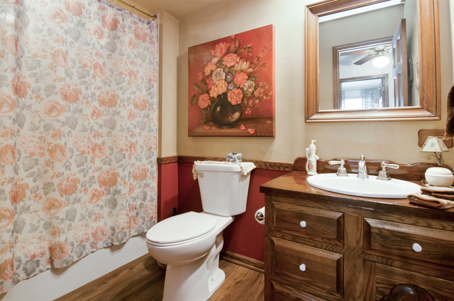 Real Estate Photography - 3813 Franklin Court, Crystal Lake, IL, 60014 - 2nd Bathroom