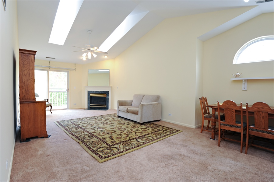 Real Estate Photography - 533 Willow Way, Lindenhurst, IL, 60046 - Family Room