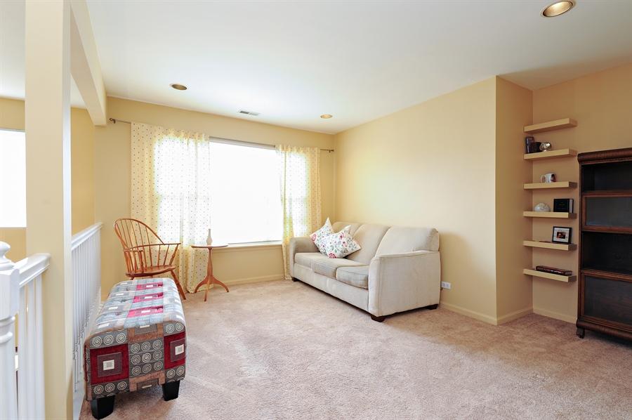 Real Estate Photography - 533 Willow Way, Lindenhurst, IL, 60046 - Loft
