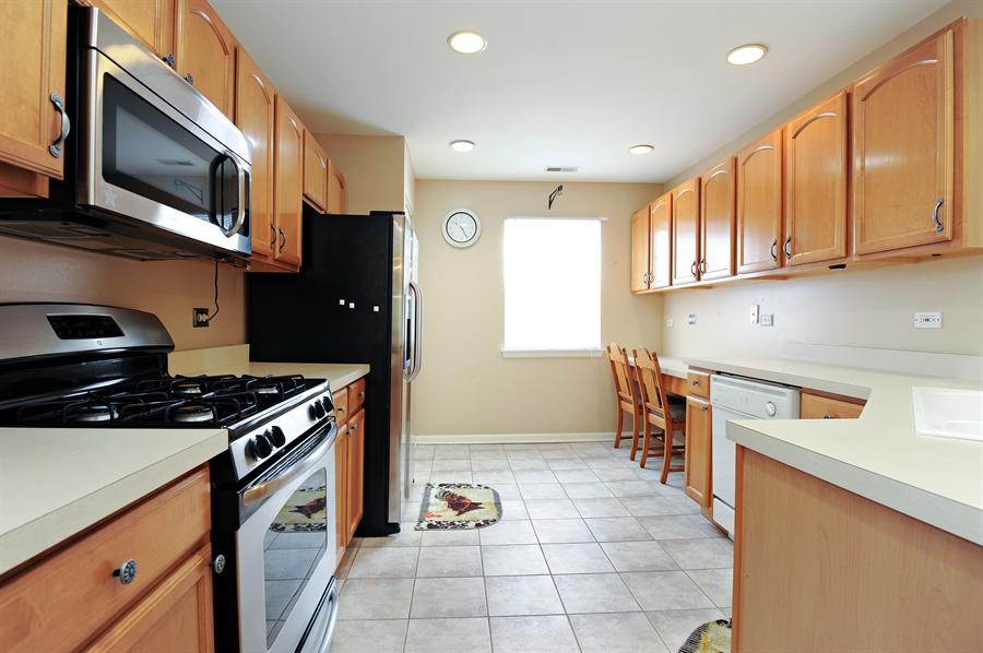 Real Estate Photography - 533 Willow Way, Lindenhurst, IL, 60046 - Kitchen