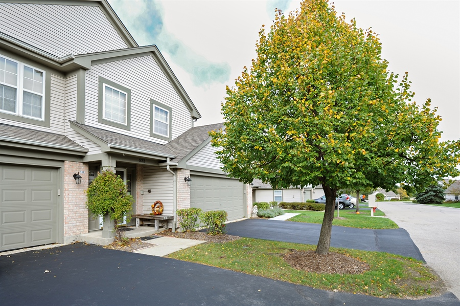 Real Estate Photography - 533 Willow Way, Lindenhurst, IL, 60046 - Front View