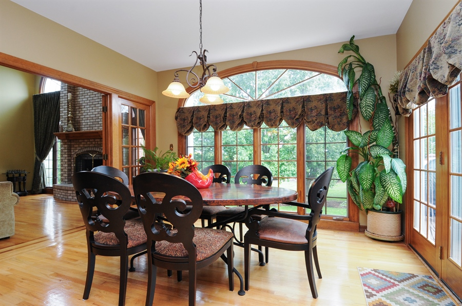 Real Estate Photography - 10615 Burnham Court, Naperville, IL, 60564 - Breakfast Area