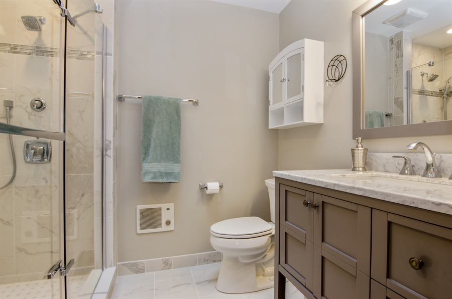 Real Estate Photography - 17N385 Binnie Lakes Trail, West Dundee, IL, 60118 - Master Bathroom