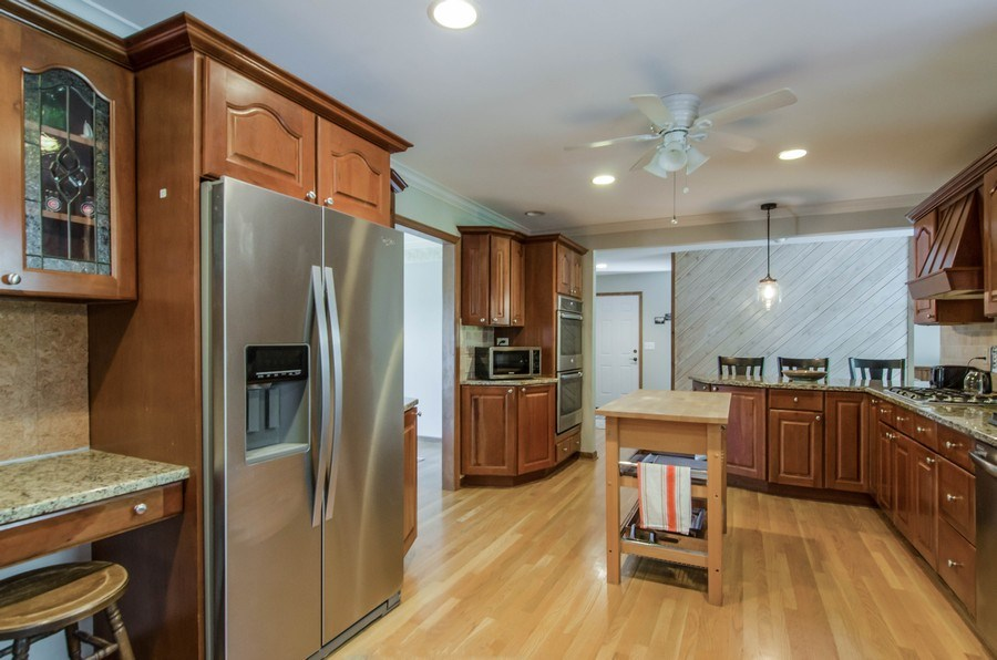 Real Estate Photography - 17N385 Binnie Lakes Trail, West Dundee, IL, 60118 - Kitchen