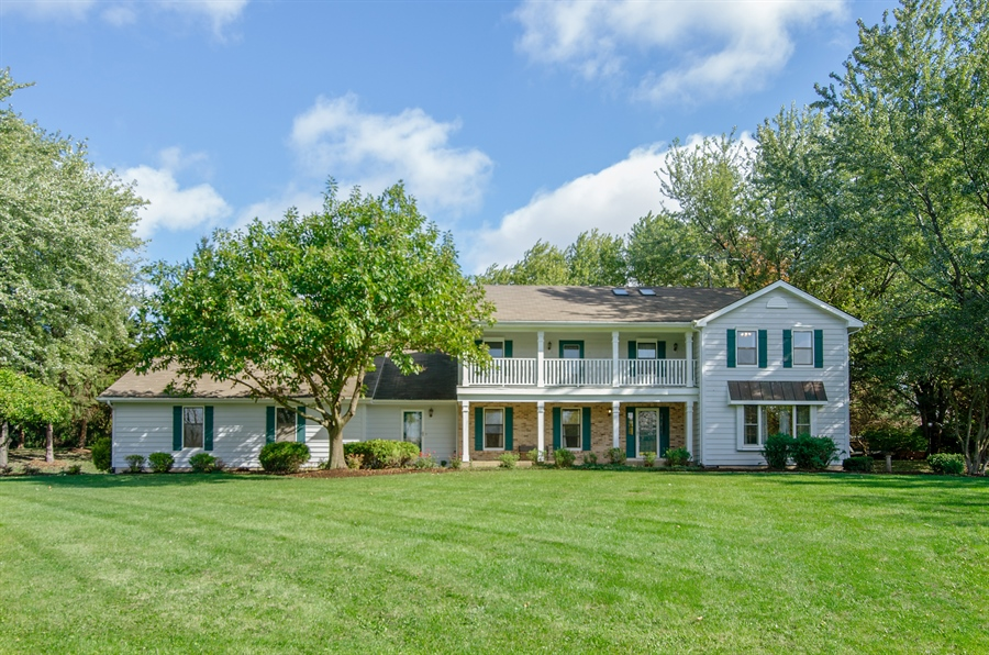 Real Estate Photography - 17N385 Binnie Lakes Trail, West Dundee, IL, 60118 - Front View
