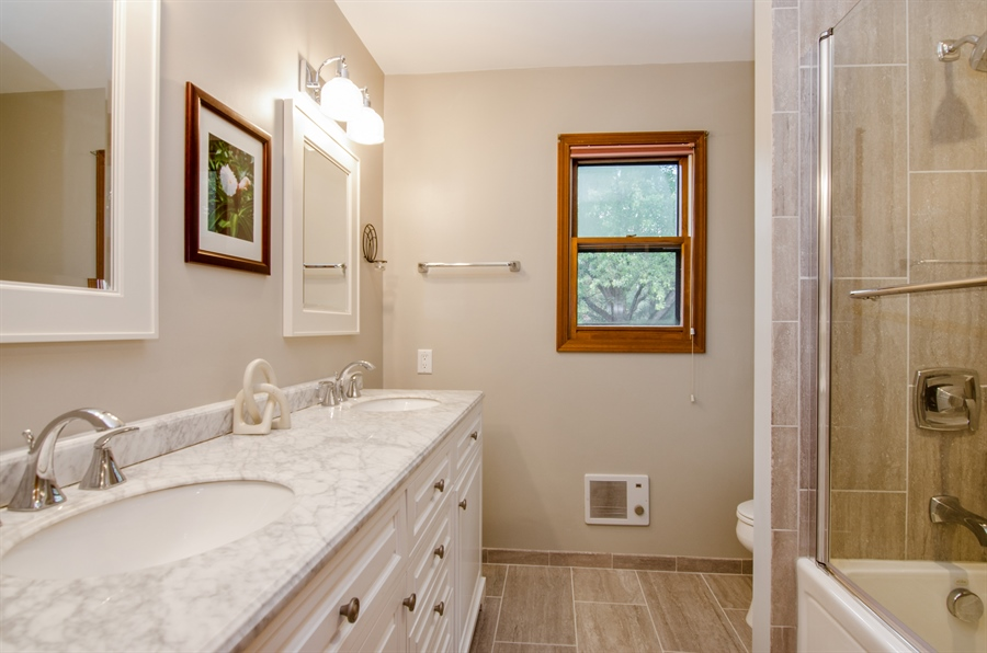 Real Estate Photography - 17N385 Binnie Lakes Trail, West Dundee, IL, 60118 - 2nd Bathroom