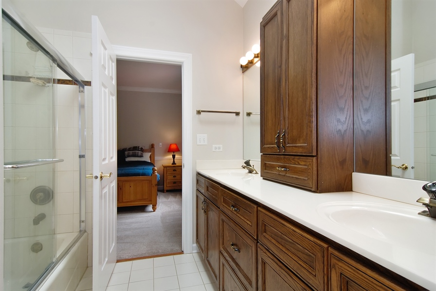 Real Estate Photography - 2321 SUTTON Lane, Aurora, IL, 60502 - 3rd Bathroom