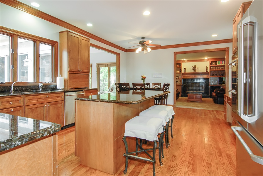 Real Estate Photography - 2321 SUTTON Lane, Aurora, IL, 60502 - Kitchen