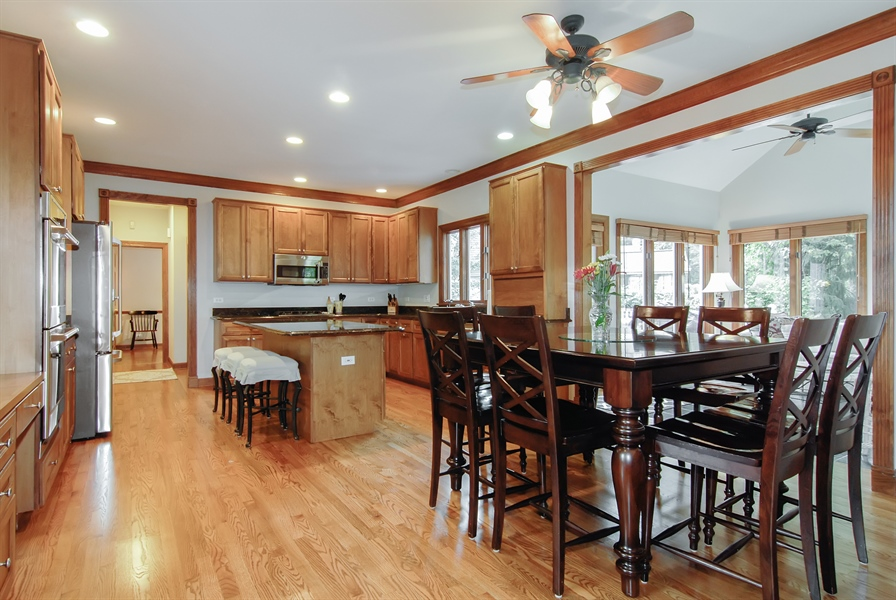 Real Estate Photography - 2321 SUTTON Lane, Aurora, IL, 60502 - Kitchen / Breakfast Room