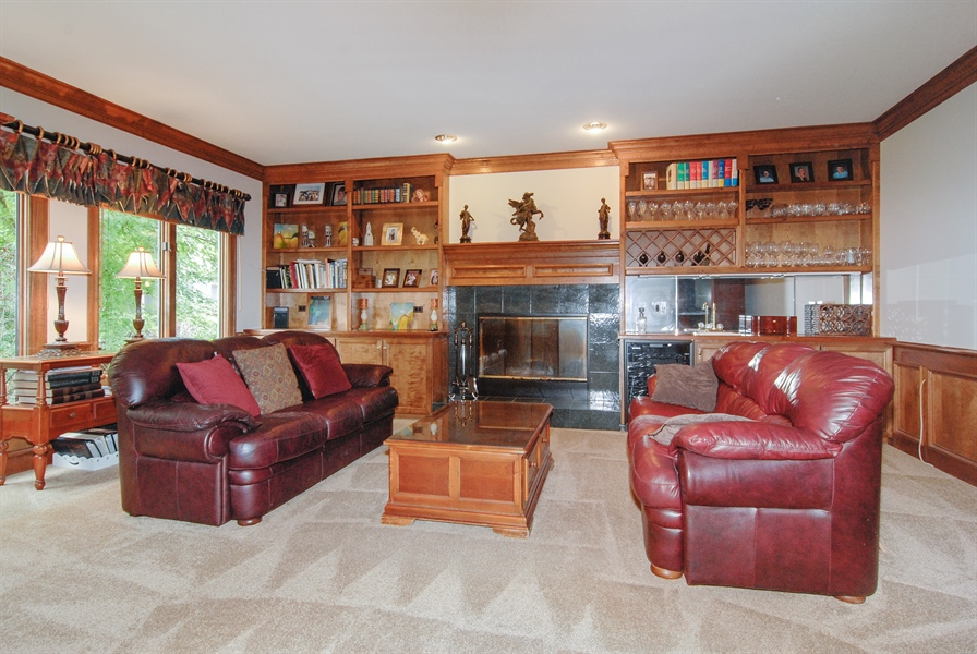 Real Estate Photography - 2321 SUTTON Lane, Aurora, IL, 60502 - Family Room