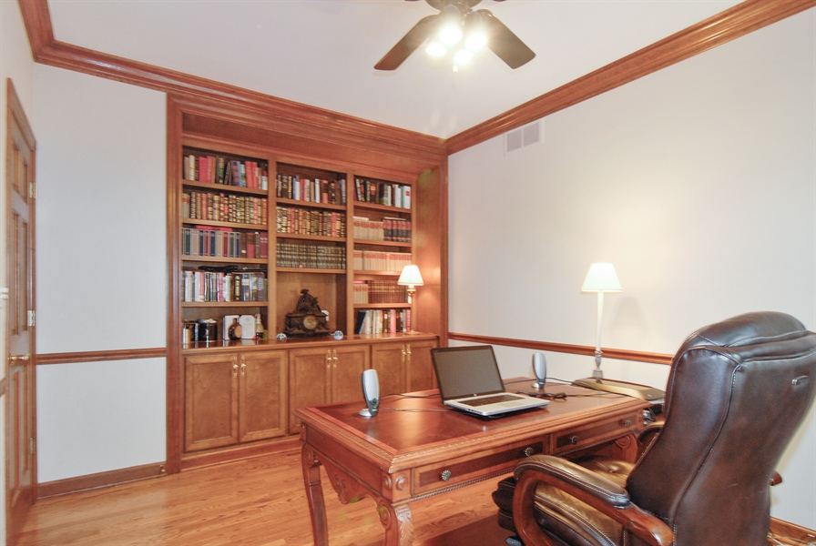 Real Estate Photography - 2321 SUTTON Lane, Aurora, IL, 60502 - Loft