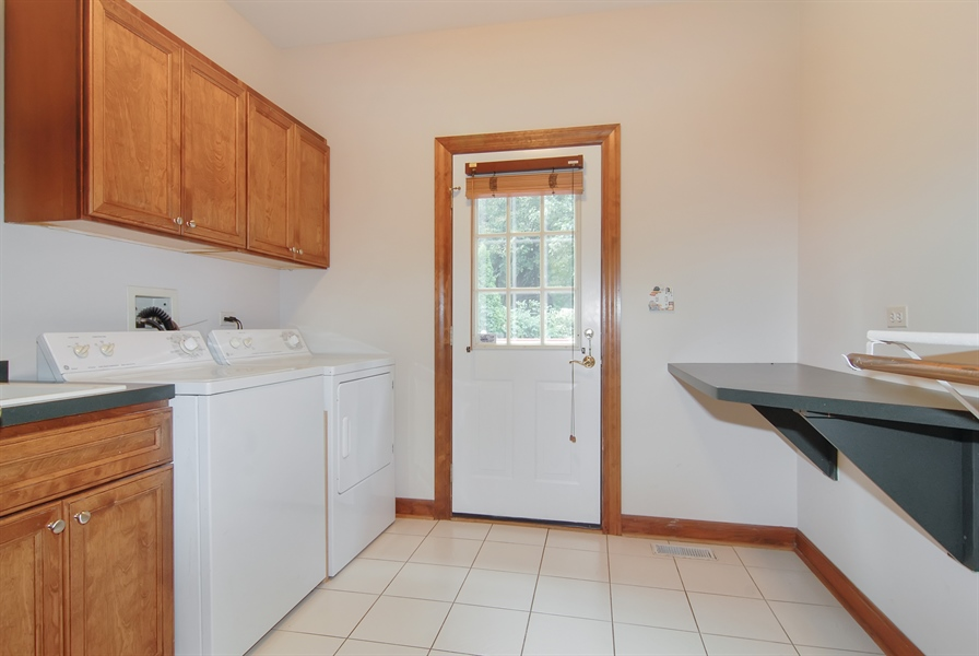Real Estate Photography - 2321 SUTTON Lane, Aurora, IL, 60502 - Laundry Room