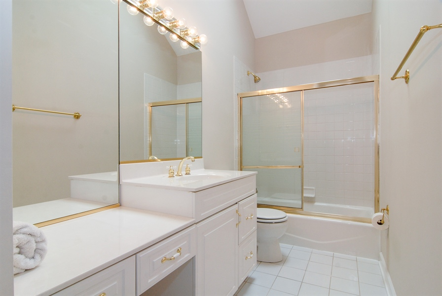 Real Estate Photography - 2321 SUTTON Lane, Aurora, IL, 60502 - 2nd Bathroom
