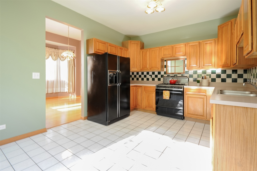 Real Estate Photography - 7235 PRESIDENTIAL Drive, Gurnee, IL, 60031 - Kitchen / Breakfast Room