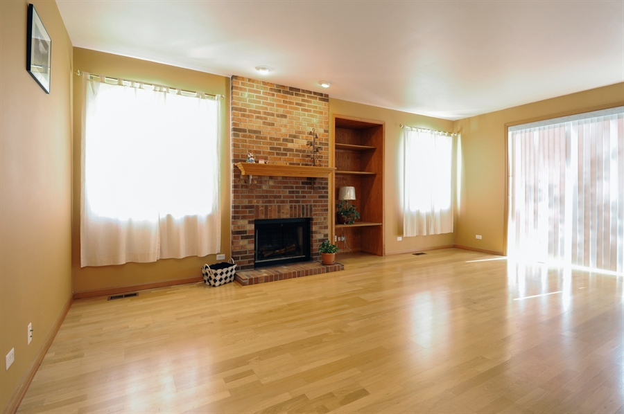 Real Estate Photography - 7235 PRESIDENTIAL Drive, Gurnee, IL, 60031 - Family Room