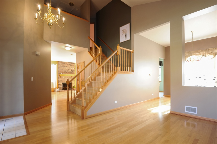 Real Estate Photography - 7235 PRESIDENTIAL Drive, Gurnee, IL, 60031 - Staircase