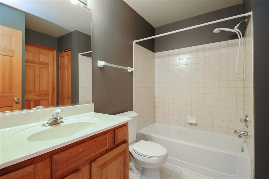 Real Estate Photography - 7235 PRESIDENTIAL Drive, Gurnee, IL, 60031 - Jack and Jill Bathroom