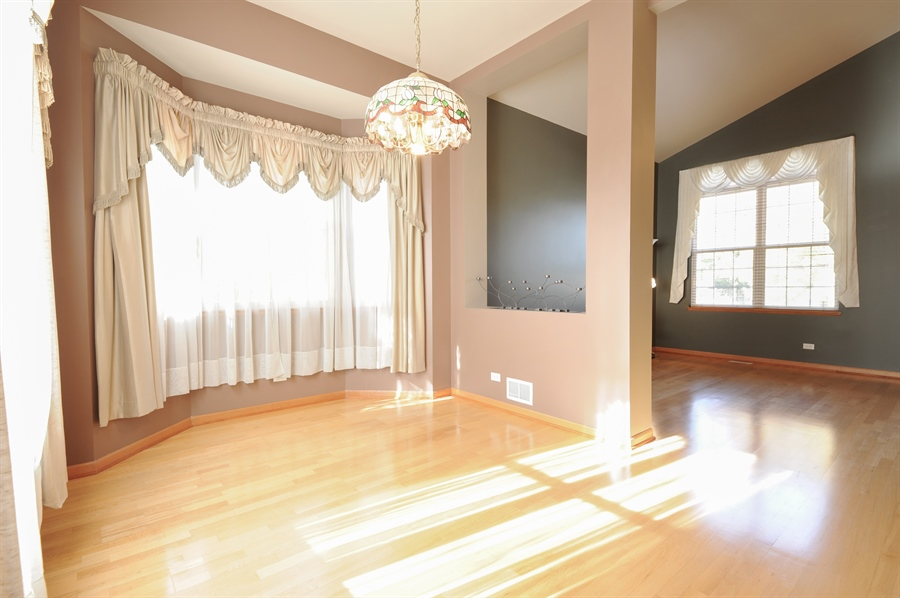 Real Estate Photography - 7235 PRESIDENTIAL Drive, Gurnee, IL, 60031 - Living Room / Dining Room
