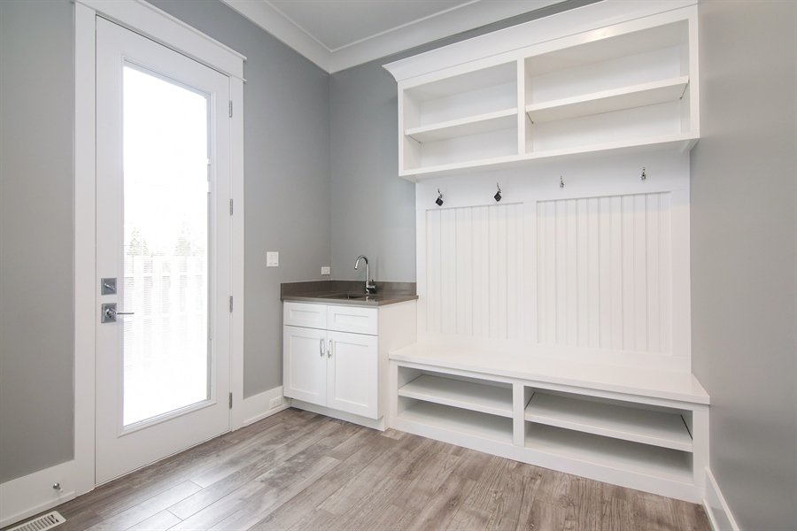 Real Estate Photography - 1719 Maplewood Lane, Glenview, IL, 60025 - Mudroom