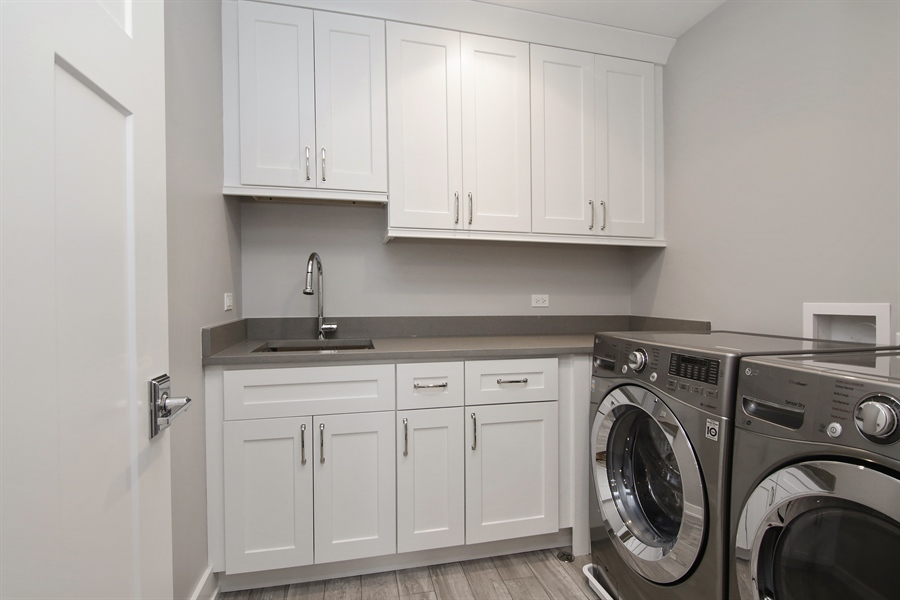 Real Estate Photography - 1719 Maplewood Lane, Glenview, IL, 60025 - Laundry Room