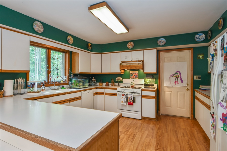 Real Estate Photography - 5620 171st Place, Tinley Park, IL, 60477 - Kitchen