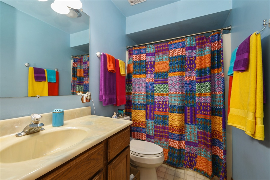 Real Estate Photography - 5620 171st Place, Tinley Park, IL, 60477 - Bathroom
