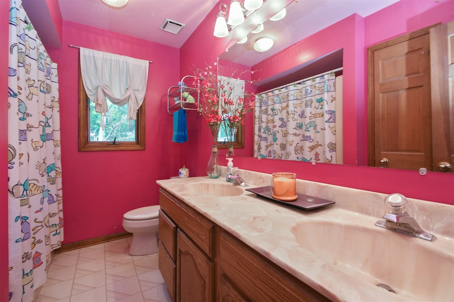Real Estate Photography - 5620 171st Place, Tinley Park, IL, 60477 - 2nd Bathroom