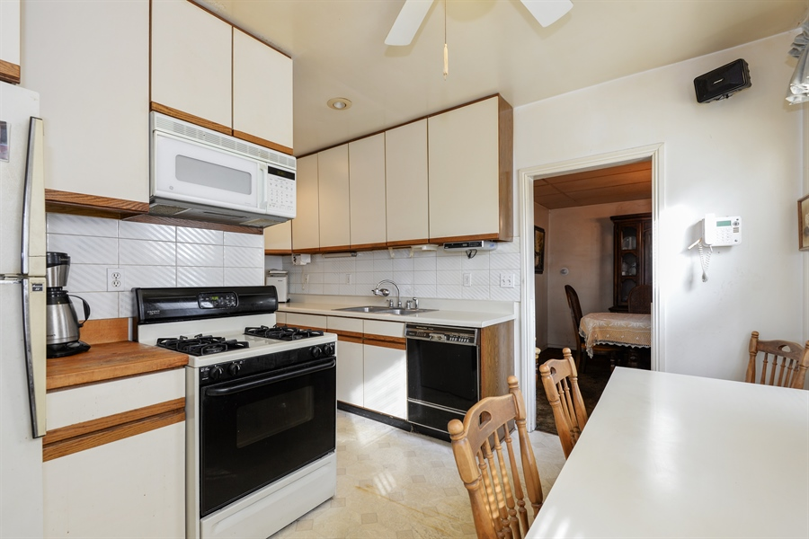 Real Estate Photography - 2011 W. Lunt Avenue, Chicago, IL, 60645 - Kitchen / Breakfast Room
