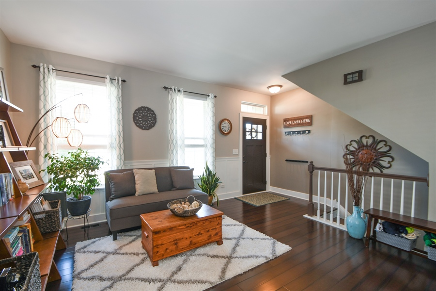 Real Estate Photography - 2710 Eastview Dr, Joliet, IL, 60432 - Living Room