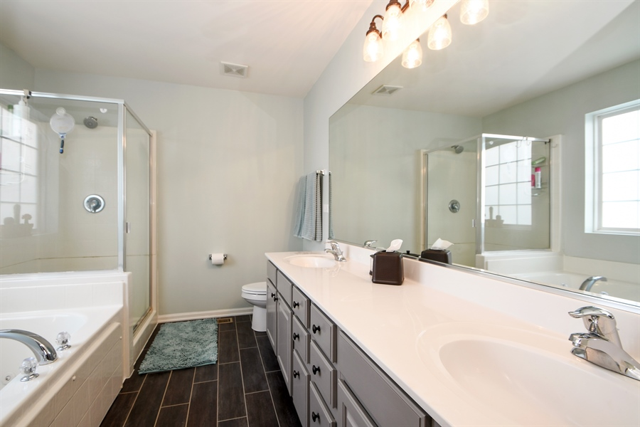 Real Estate Photography - 2710 Eastview Dr, Joliet, IL, 60432 - Master Bathroom
