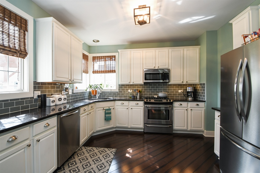 Real Estate Photography - 2710 Eastview Dr, Joliet, IL, 60432 - Kitchen