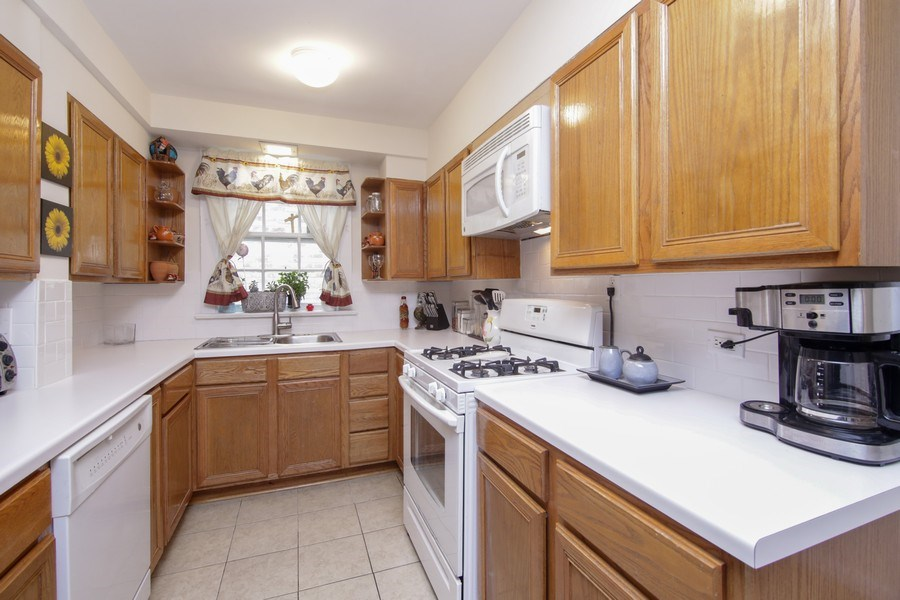 Real Estate Photography - 237 Prairie Avenue, Highwood, IL, 60040 - Kitchen