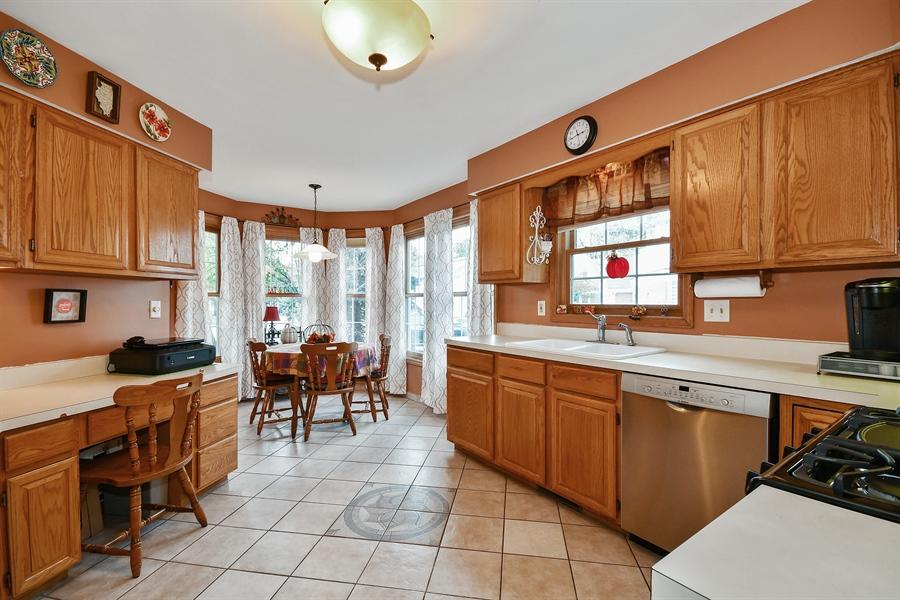 Real Estate Photography - 552 Bradbury Lane, Unit 552, Geneva, IL, 60134 - Kitchen