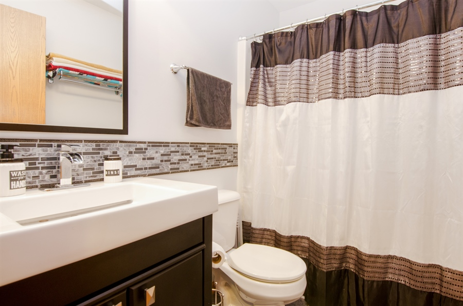 Real Estate Photography - 265 ALPINE Drive, Gilberts, IL, 60136 - 2nd Bathroom