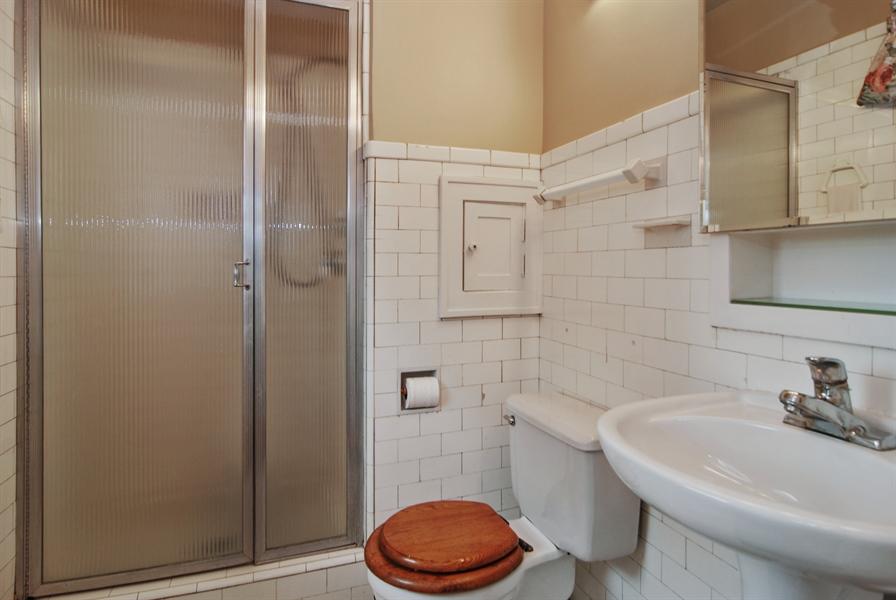 Real Estate Photography - 945 N. Elmwood Avenue, Oak Park, IL, 60302 - Master Bathroom