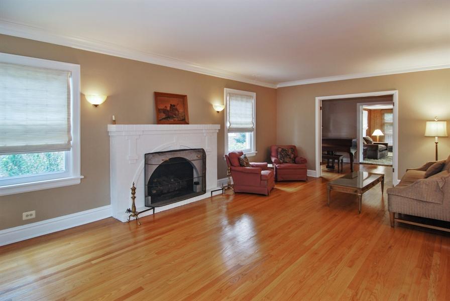 Real Estate Photography - 945 N. Elmwood Avenue, Oak Park, IL, 60302 - Living Room