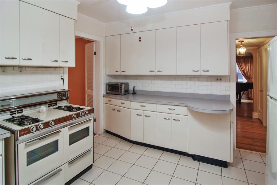 Real Estate Photography - 945 N. Elmwood Avenue, Oak Park, IL, 60302 - Kitchen
