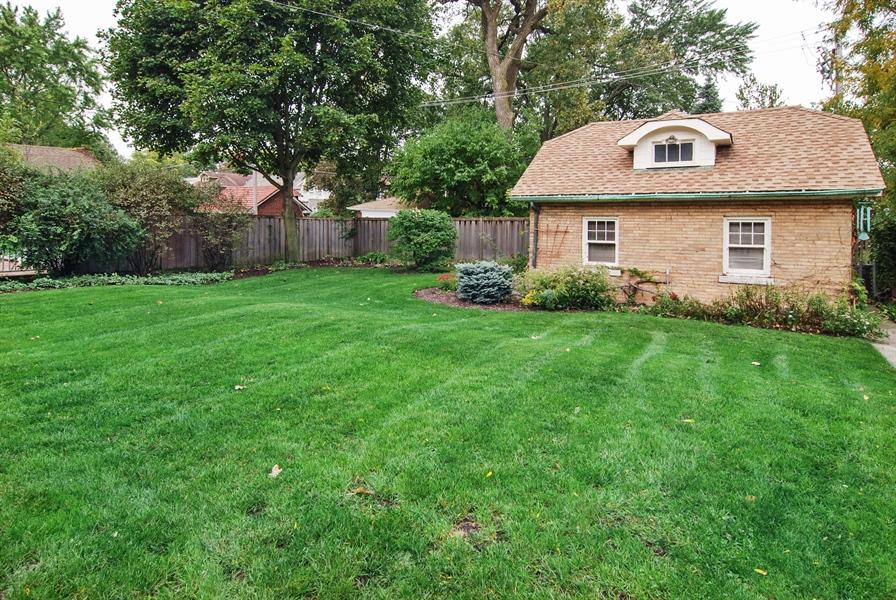 Real Estate Photography - 945 N. Elmwood Avenue, Oak Park, IL, 60302 - Garage and Yard