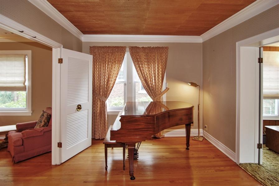 Real Estate Photography - 945 N. Elmwood Avenue, Oak Park, IL, 60302 - Music Room