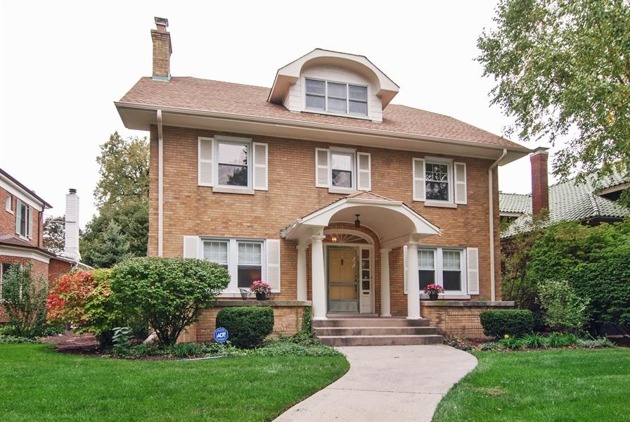 Real Estate Photography - 945 N. Elmwood Avenue, Oak Park, IL, 60302 - Front View