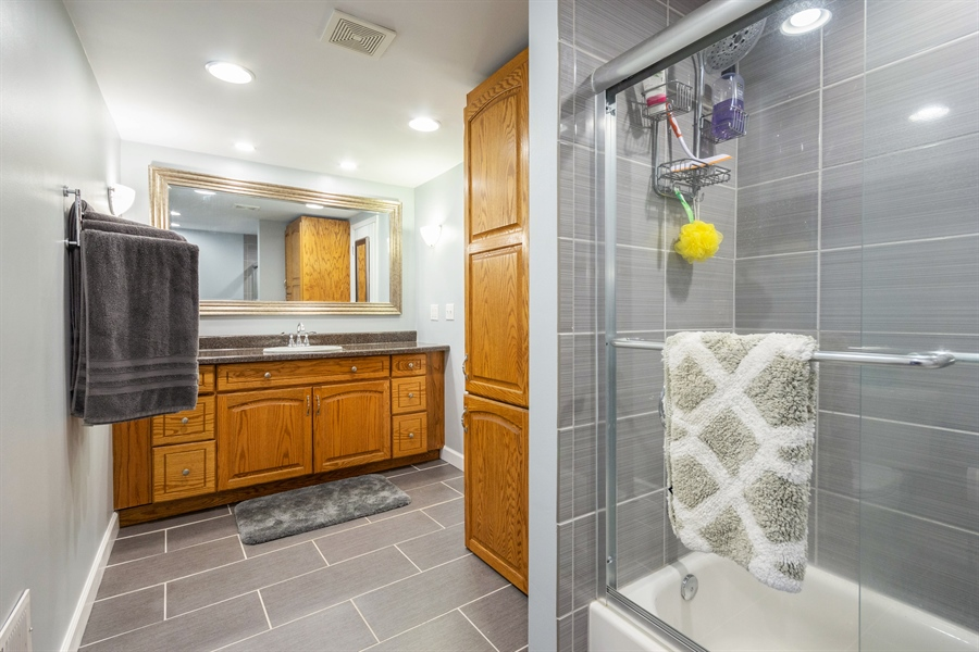 Real Estate Photography - 127 LAUREL Street, Wilmington, IL, 60481 - Shared Bath