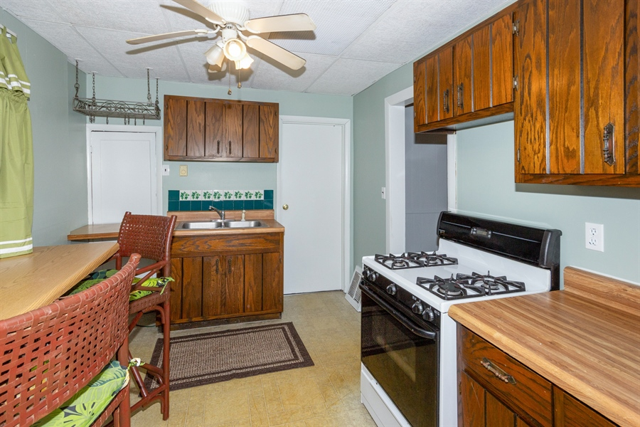 Real Estate Photography - 127 LAUREL Street, Wilmington, IL, 60481 - Guest House Kitchen