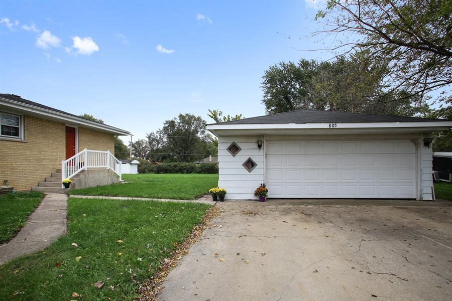 Real Estate Photography - 805 Dierking Terrace, Elk Grove Village, IL, 60007 - Garage
