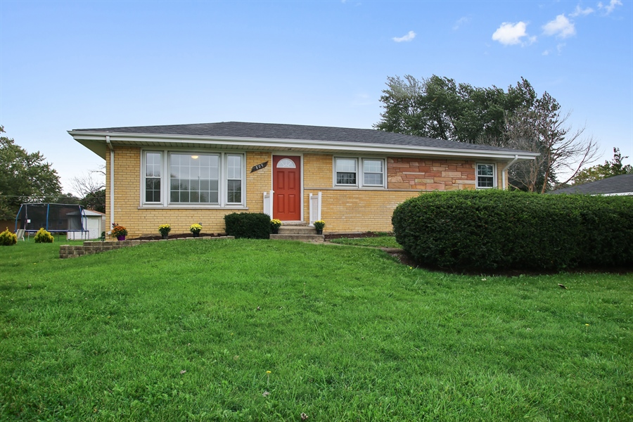 Real Estate Photography - 805 Dierking Terrace, Elk Grove Village, IL, 60007 - Front View