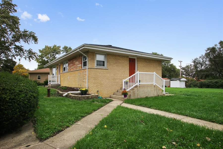 Real Estate Photography - 805 Dierking Terrace, Elk Grove Village, IL, 60007 - Side View