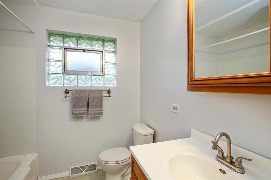 Real Estate Photography - 805 Dierking Terrace, Elk Grove Village, IL, 60007 - Bathroom