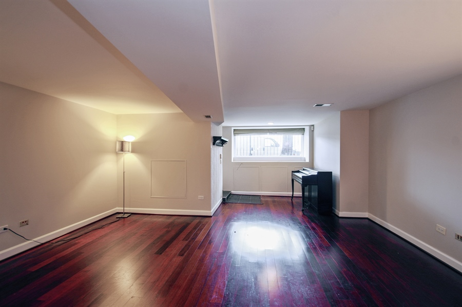 Real Estate Photography - 945 West Agatite Ave, G, Chicago, IL, 60640 - Living Room