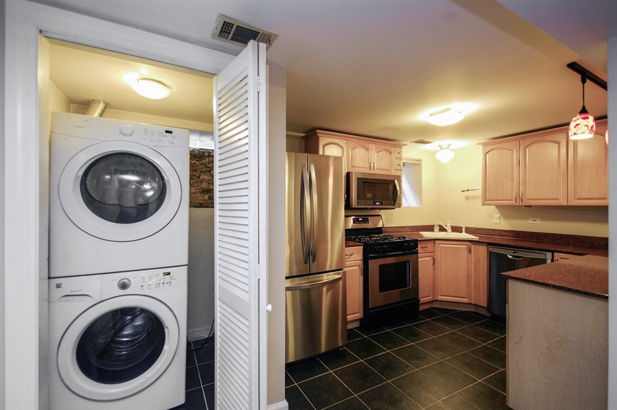 Real Estate Photography - 945 West Agatite Ave, G, Chicago, IL, 60640 - Laundry Room